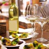 ワイングラスとワイン