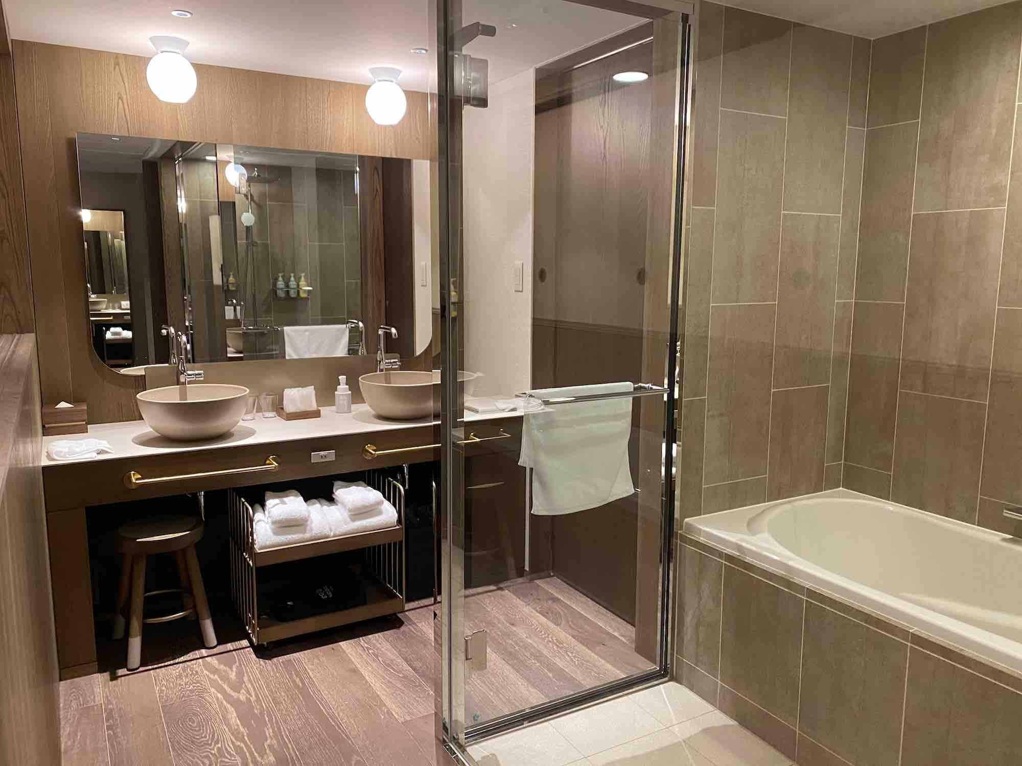 京都グッドネイチャーホテル バスルーム・洗面台